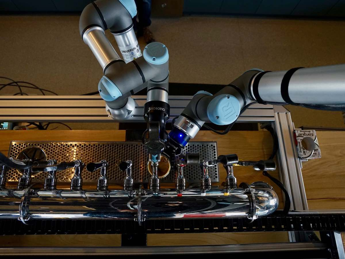 Beer and bots: Showcasing the potential of robotics and automation - Vendor and Servo working in tandem to create that perfect pour at Torque Brewing (Tyler Walsh/EDW)